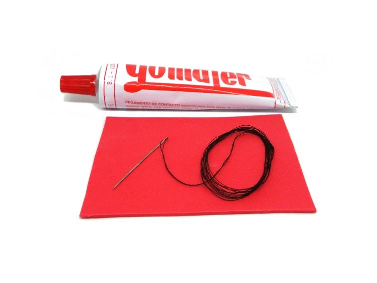 pegamento de contacto, goma eva, hilo y aguja para hacer funda para victorinox classic