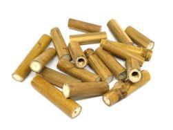 trozos de caña de bambu para hacer hotel de insectos