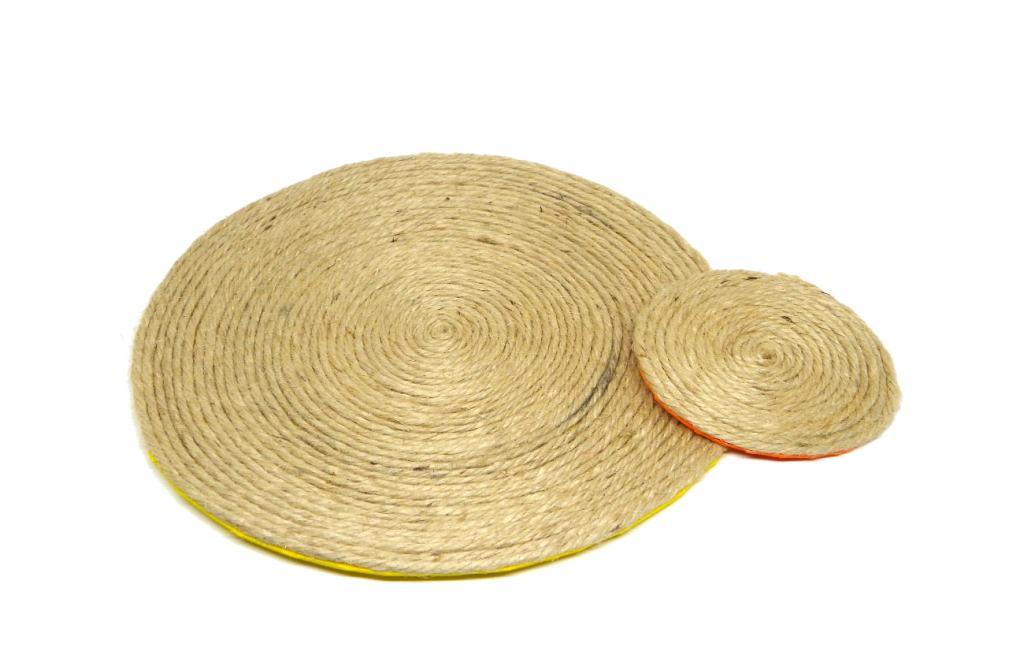 salvamanteles y posavasos hechos con cuerda de yute y goma eva