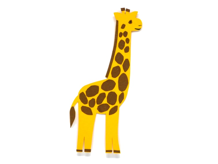 marcapaginas de una jirafa hecho con cartulinas de colores
