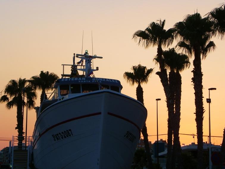 vista frontal del barco museo esteban gonzalez santa pola