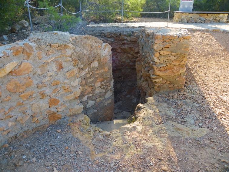 restos de un antiaereo en la sierra y cabo de santa pola