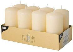 8 velas color crema con un diámetro de 50 x 100 mm