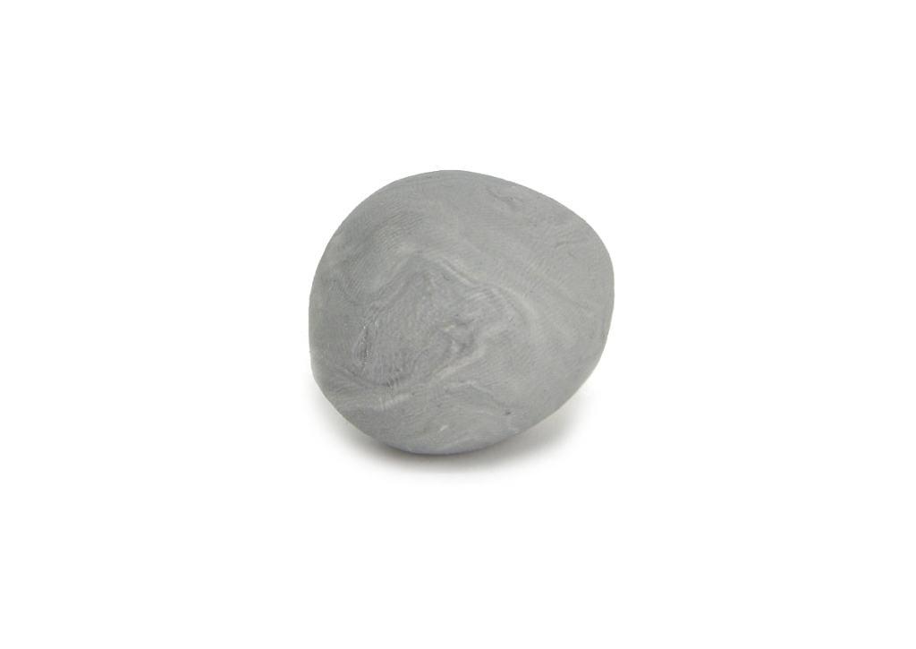 plastilina blanca y negra mezclada para obtener gris