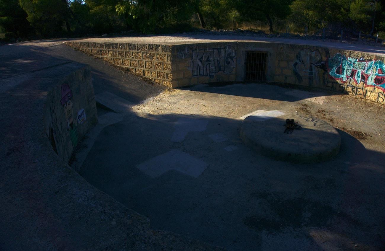 bateria antiaerea de la guerra civil española situada en la sierra de santa pola