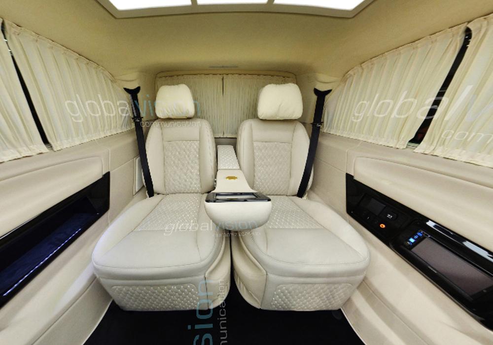 Bên trong xe limousine