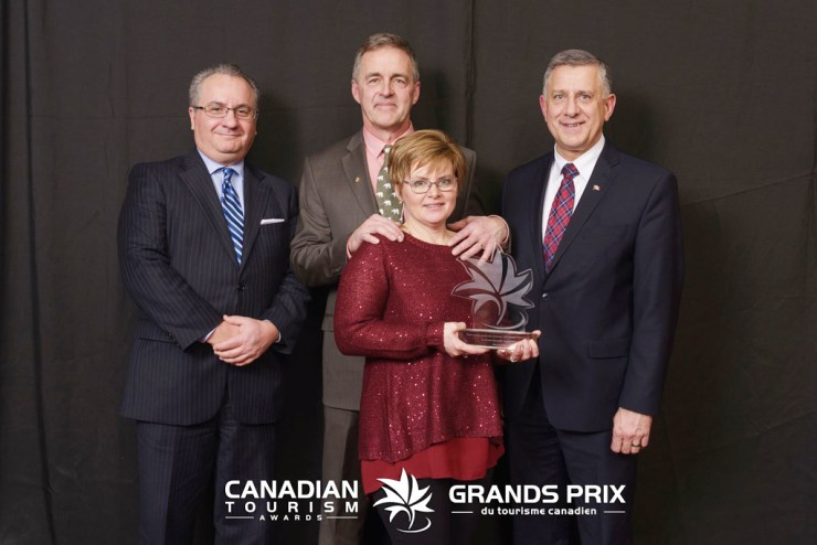 Churchill Wild co-founders Mike and Jeanne Reimer receive 2017 Transat Sustainable Tourism Award.