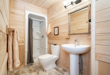 Ensuite bathroom! Dymond Lake Ecolodge. Churchill Wild. Scott Zielke photo.