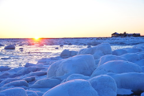 Sunset at frozen Seal River. Ian Johnson photo.