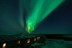 Norther lights. Nanuk Polar Bear Lodge.