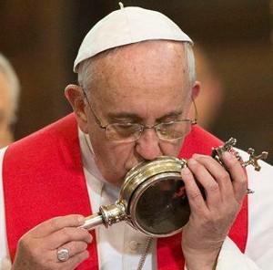 Pope Francis kisses ampoule of blood that half liquifies