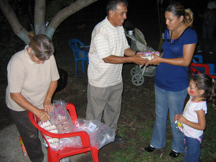 Jose and Olga handing out food