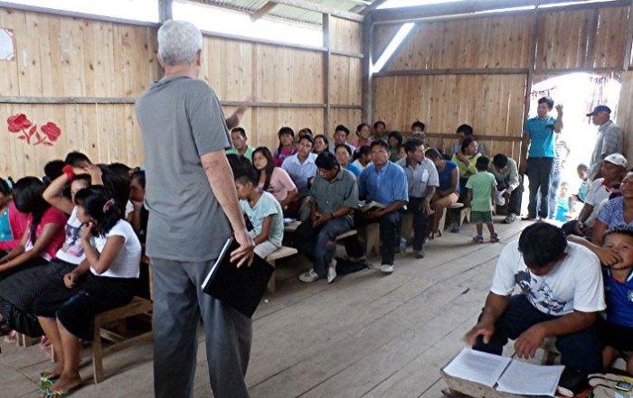 Steven Shepard teaching at Nuevo Olaya