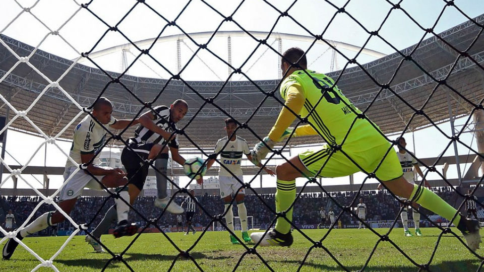 Roger Botafogo Coritiba Engenhão