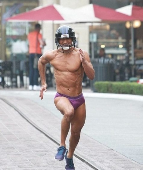 Mario-Lopez-streaks-in-underwear-after-losing-Super-Bowl-bet-Video-02-2013-02-06