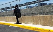 một nhạc sĩ trên đường đi đến chỗ trình diễn NJPAC