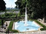 fountain phía sau nhìn thấy CN Tower