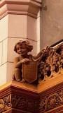 Tượng khắc bằng gỗ trang trí trong thư viện Quốc hội