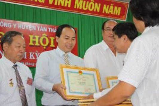 Luong-y-Thanh-Tuan-Nhan-Giay-Khen