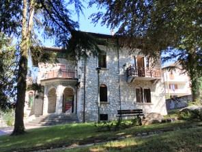 La villa Caroline (Esino)