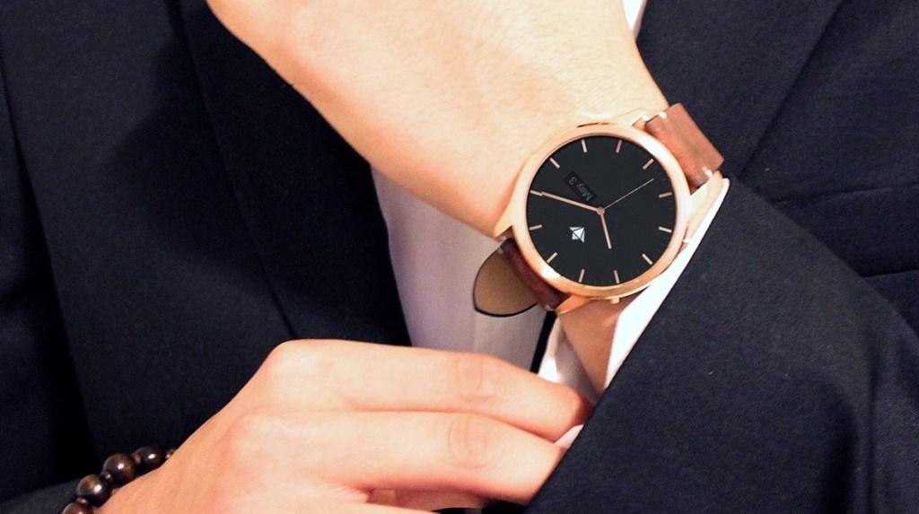 Chytré hodinky Henlen Vám umožní přesun vnitřností do jiného těla