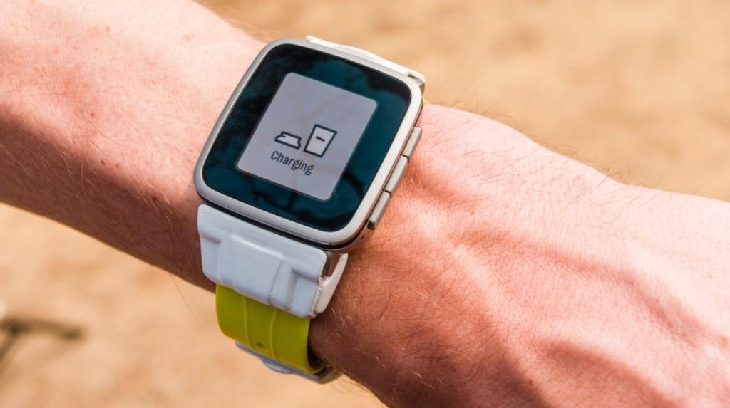Powerstrap Pal je chytrý řemínek s GPS pro Pebble Time