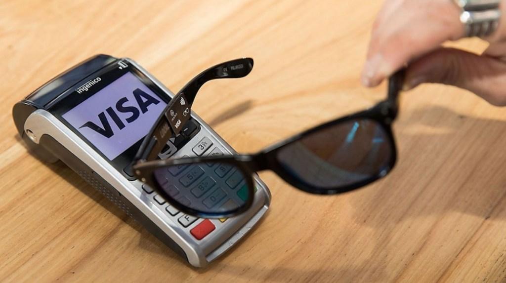 Visa testuje placení pomocí slunečních brýlí