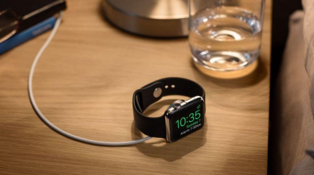 Původně odložený watchOS 2 pro Apple Watch nyní k dispozici!