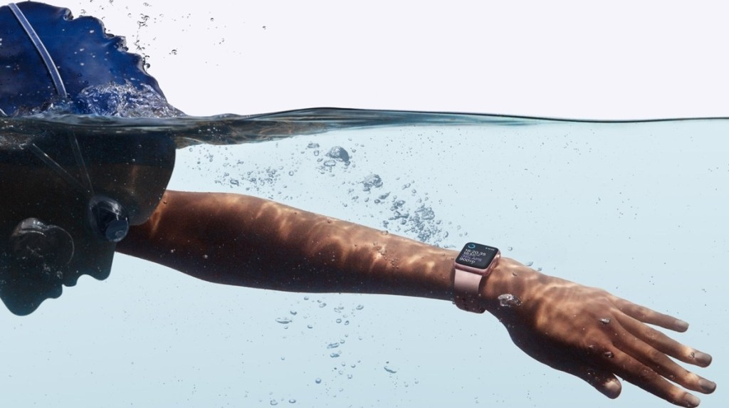 Druhá generace Apple Watch přináší vodotěsnost a GPS