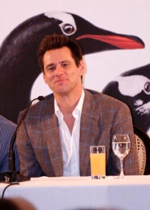 """Jim Carrey durante coletiva de divulgação de """"Os Pinguins do Papai"""" em hotel no Rio em 2011"""