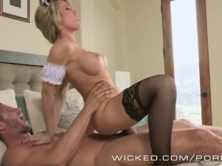Sexy maid sucks dick