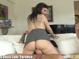 Jodi Taylor and Mom Fight Over Cock