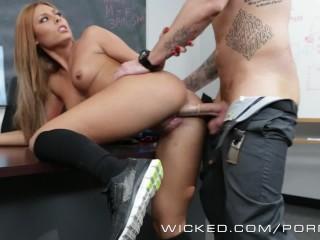 Wicked Hot Schoolgirl Gets Fucked Hard In Class