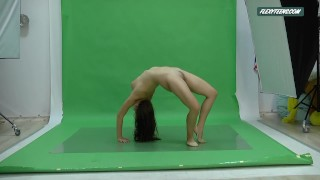 Big boobs Nicole on the green screen spreading