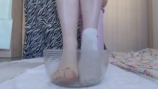 Pee foot bath with White socks