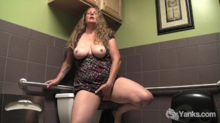 Yanks BBW Jade's Public Bathroom Orgasm