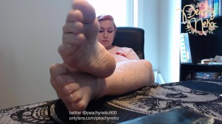 BBW With Cute Soft Feet Ignores You - Soles and Pointed Toes