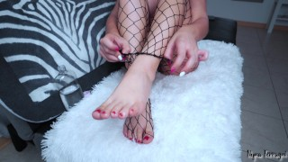 Teenager rips her stockings&does a long oiled footjob
