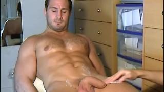 Str8 man in a gay porn in spite of him : Enzo my gym club fellow