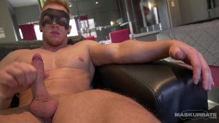 Maskurbate Canadian Hunk Flexes His Muscles For You