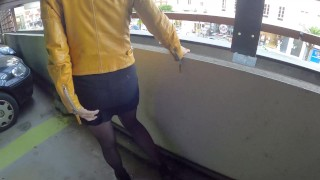 I pee in my panties in the middle of the city it makes me horny