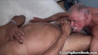 Mature bear enjoys dickriding his lover