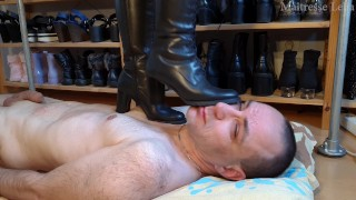 Face trampling in boots