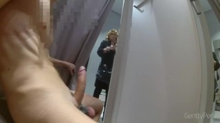 DRESSING ROOM FLASH PART1. La signora non riesce a smettere di guardarmi.