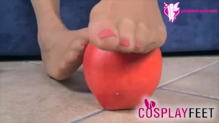 Snow White in tan pantyhose knows how to use her feet