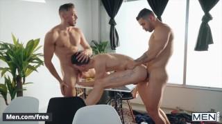 Mencom - Bareback threesome with two hunks