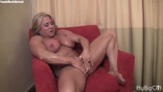 Blonde mature muscle maven display her big clit