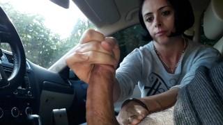 Car handjob (julia)