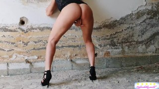 Milf very excited has squirt orgasm  workers around the building