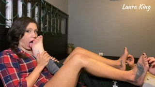 MILF Worships and Long Nails Tickles Hubbys Feet then gets her Feet Tickled